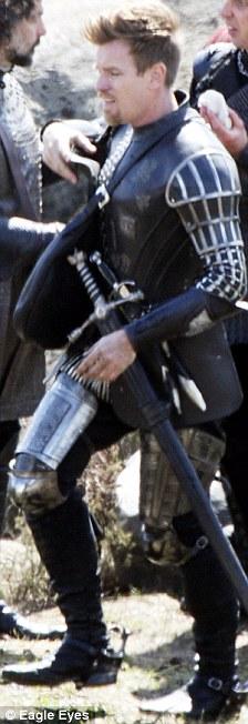 Ewan McGregor pateara traseros medievales!