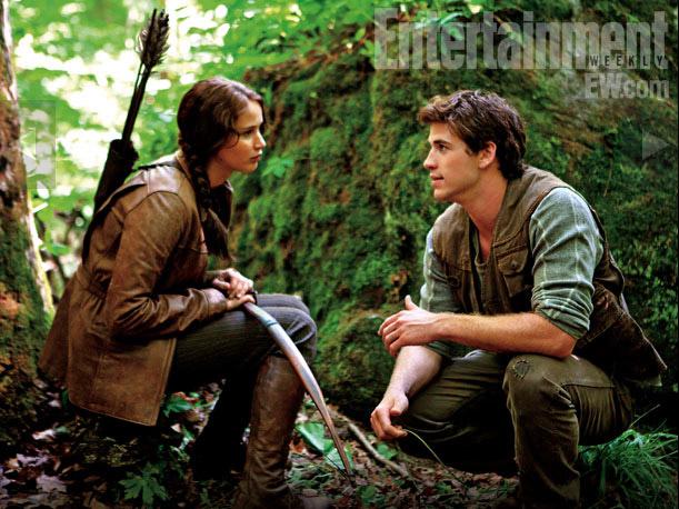 Katniss y Gale de caceria en el bosque