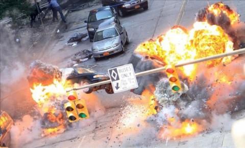Explosiones que no le envidian nada a las de Michael Bay