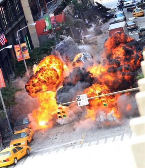 """Explosiones con tips de Michael """"explosiones"""" Bay"""