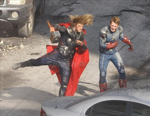 First pictures of Chris Evan and Chris Hemsworth fighting together on the 'Avengers' set