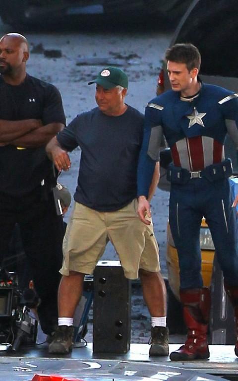 El cap luciendo su nuevo traje