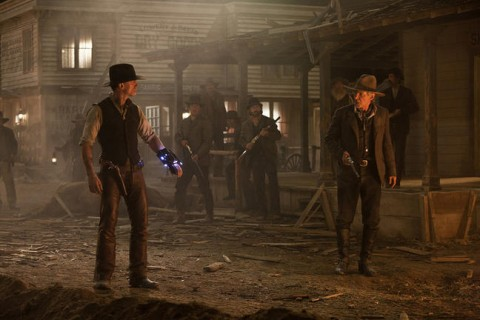 Daniel y Harrison compiten por ver quien es el tipo mas duro
