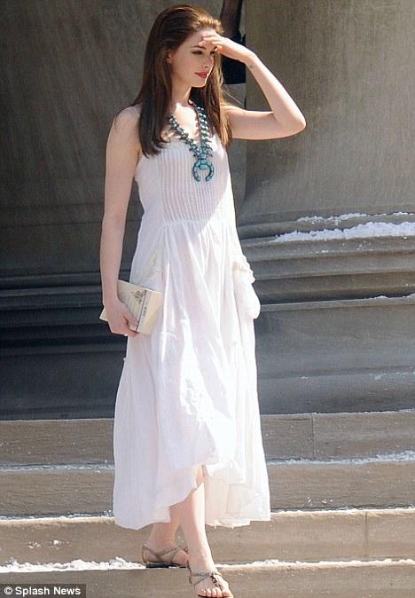 Anne Hathaway es Selina Kyle