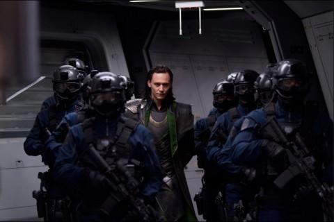 The Avengers Loki Manipulando