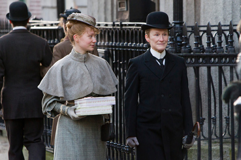 albert nobbs glenn close mia wasikowska
