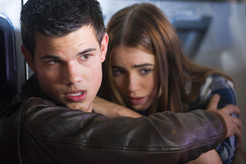 sin escape taylor lautner lilly collins