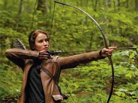 Katniss cazando en el Distrito 12