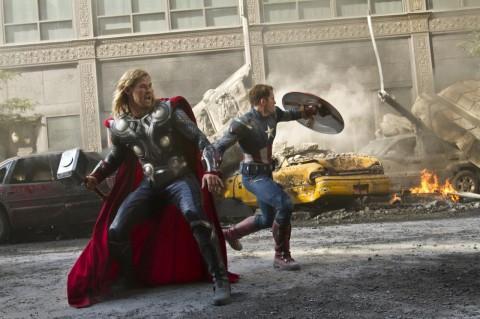 Capitán América y Thor  listos para la pelea.