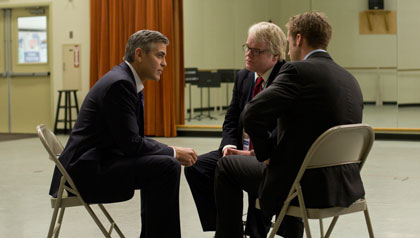 Dustin Hoffman es el jefe de campaña de Clooney y el maestro de Gosling