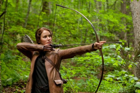 Jennifer Lawrence es Katniss Everdeen en THE HUNGER GAMES.