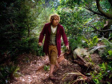 Bilbo Bolsón caminando sigilosamente