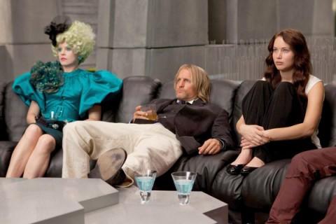 Eiffie, Haymitch y Katniss esperado en el sillón...