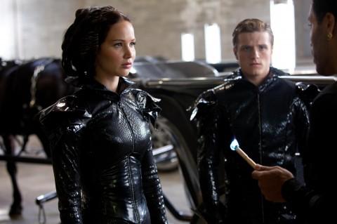 Cinna convertira a Katniss en la chica en llamas