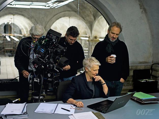 Jidi Dench y Sam Mendes en Skyfall