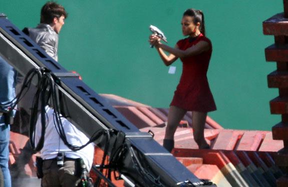 Uhura en su mifalda y armada