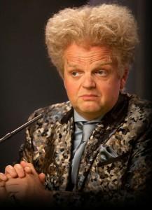 Toby Jones como Claudius Templesmith