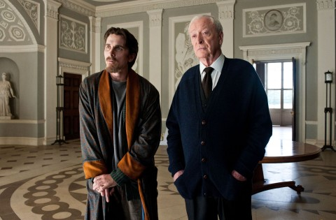 christian bale michael caine batman asciende baston