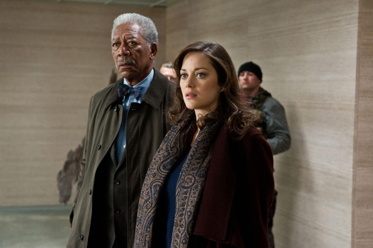 lucius fox miranda tate batman asciende