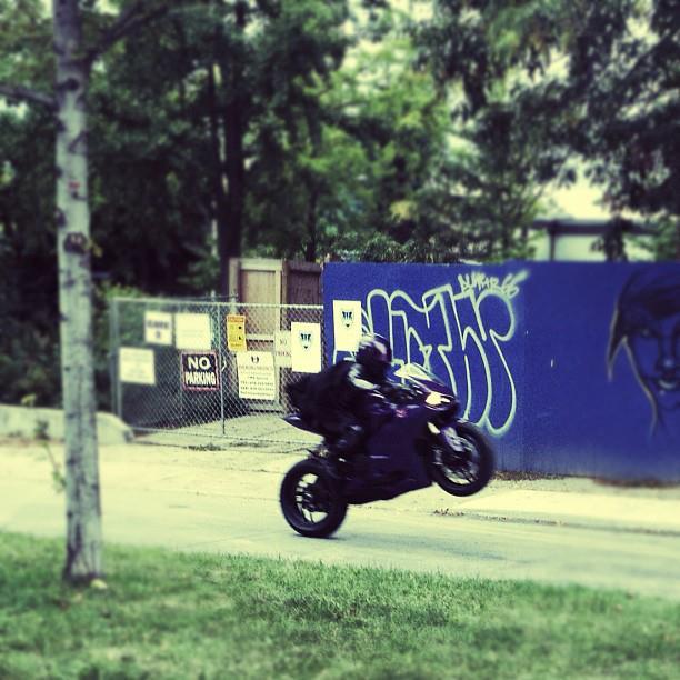 hit girl motocicleta kick ass 2
