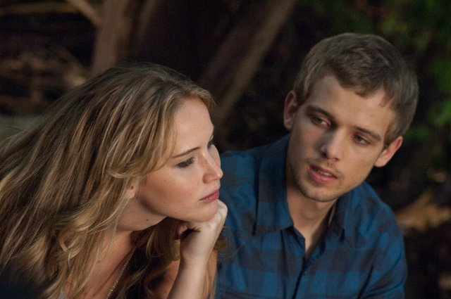 jennifer lawrence casa al lado max thieriot