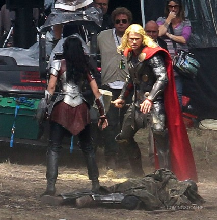 chris hemsworth thor dark world set
