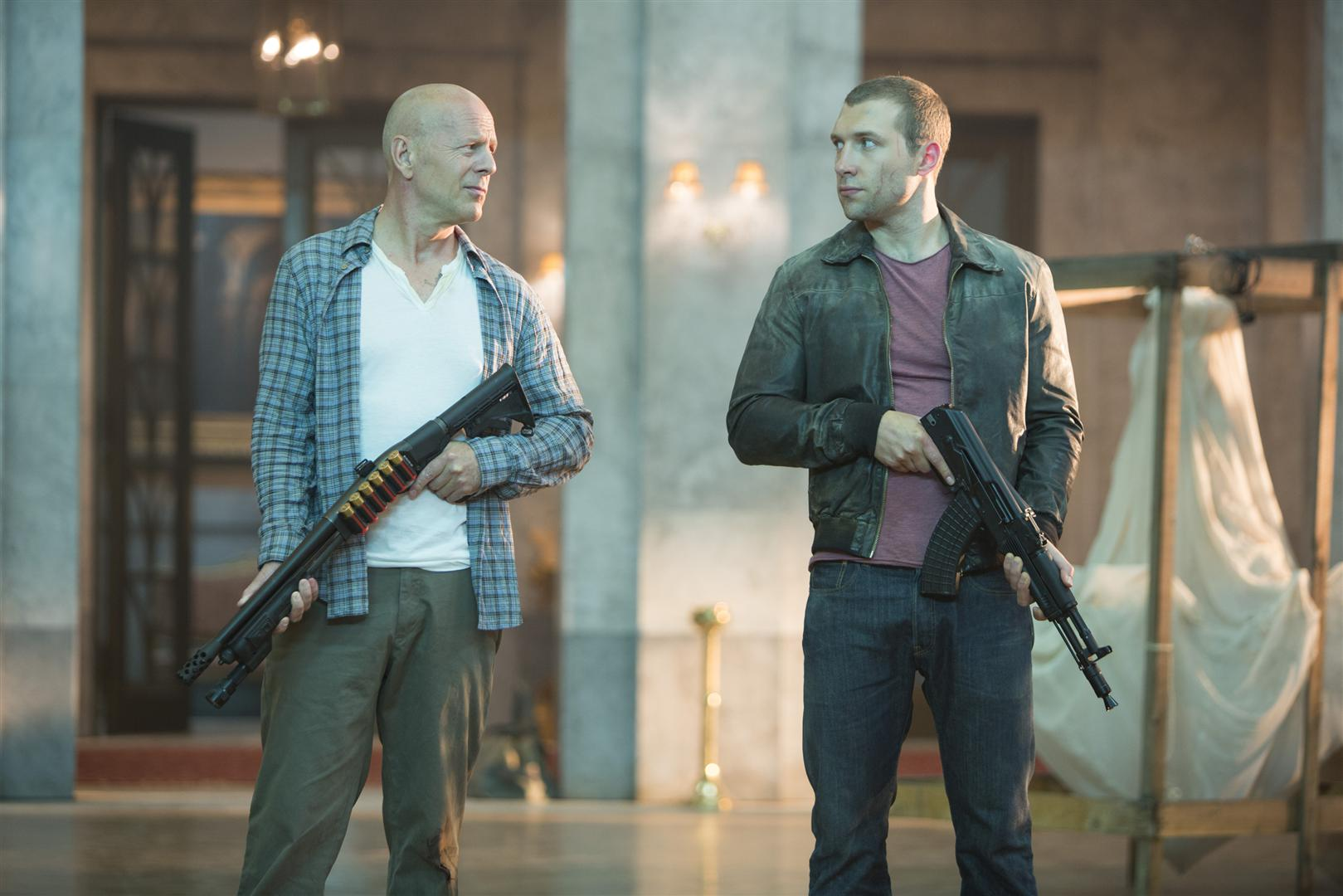 bruce willis jai courtney duro matar buen dia morir