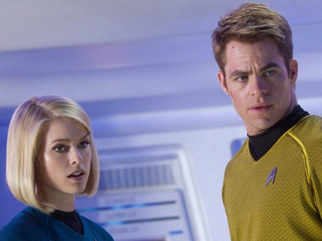 carol marcus alice eve chris-pine kirk star trek en la oscuridad