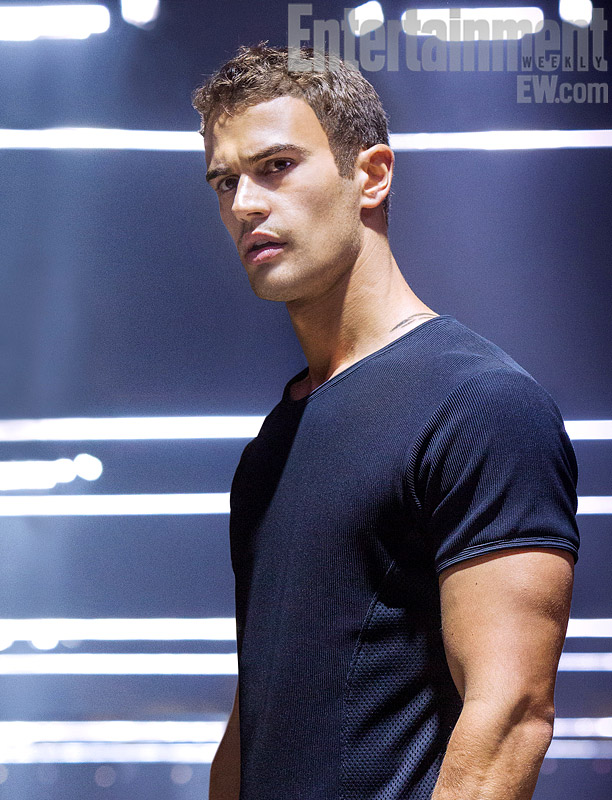 divergente theo james es four