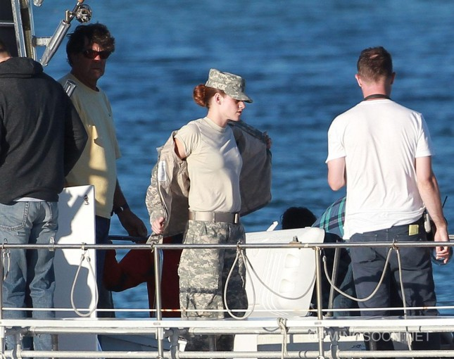 kristen stewart set camp x ray