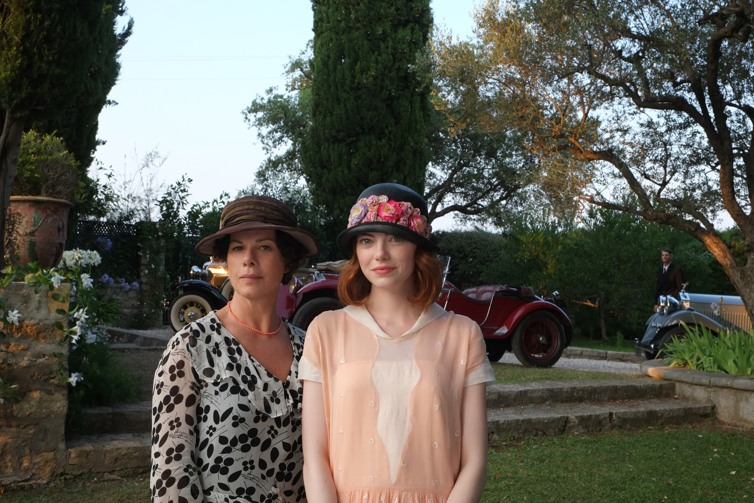 marcia gay harden y emma stone magic in the moonlight