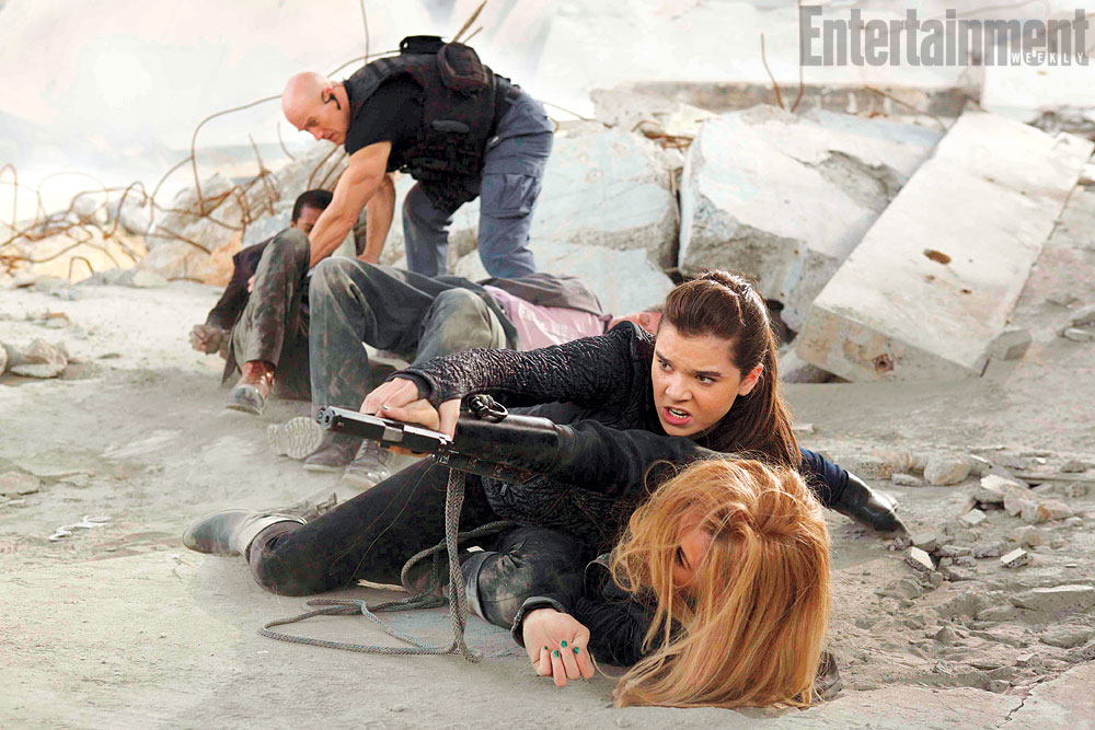 barely lethal hailee steinfeld jessica alba