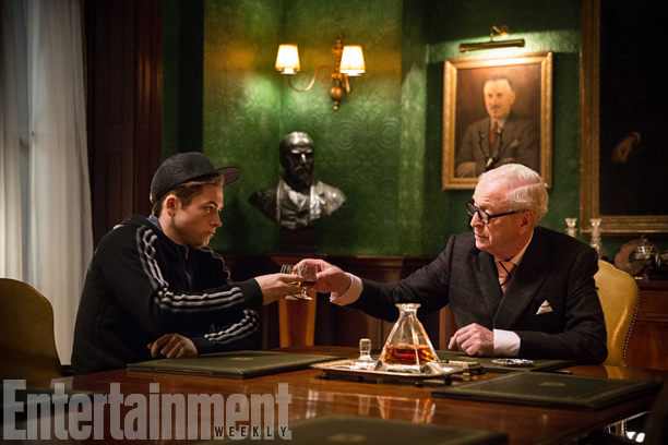 kingsman the secret service Taron Egerton y Michael Caine
