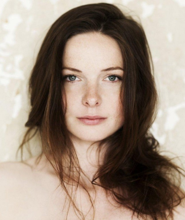 Rebecca Ferguson reina blanca
