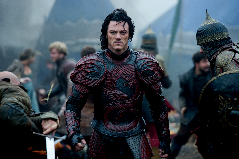 luke evans armadura dragon dracula historia jamas contada