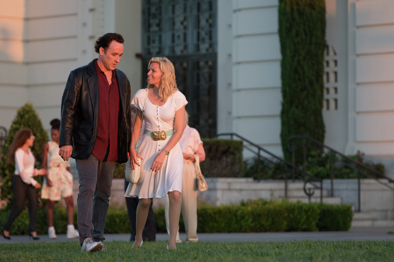 john cusack elizabeth banks love and mercy