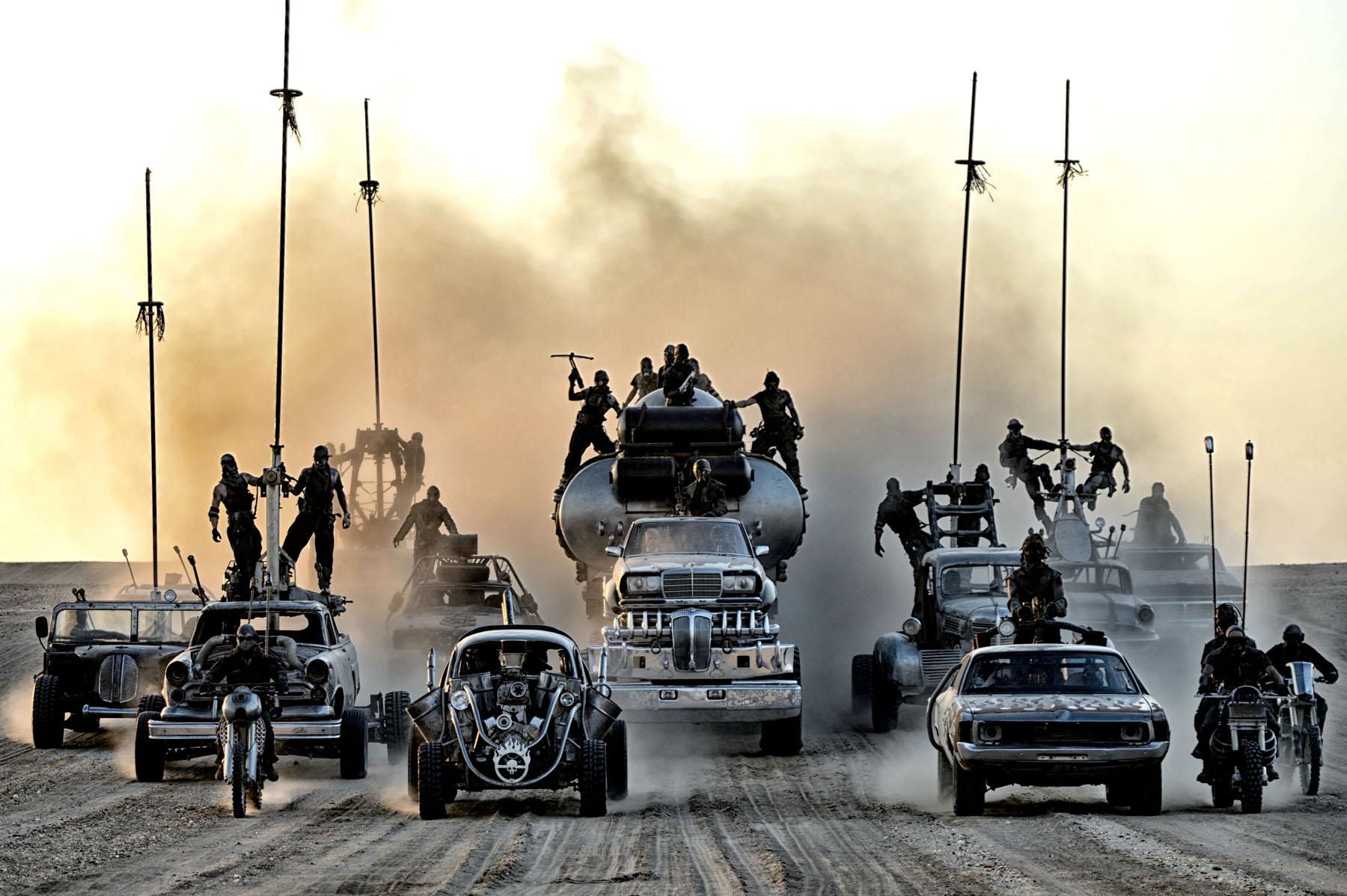 mad max furia en el camino carros guerra