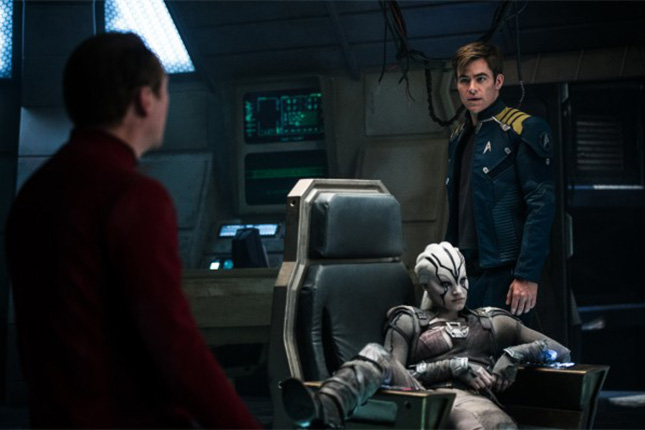 star-trek-beyond-chris-pine-sofia-boutella-600x399