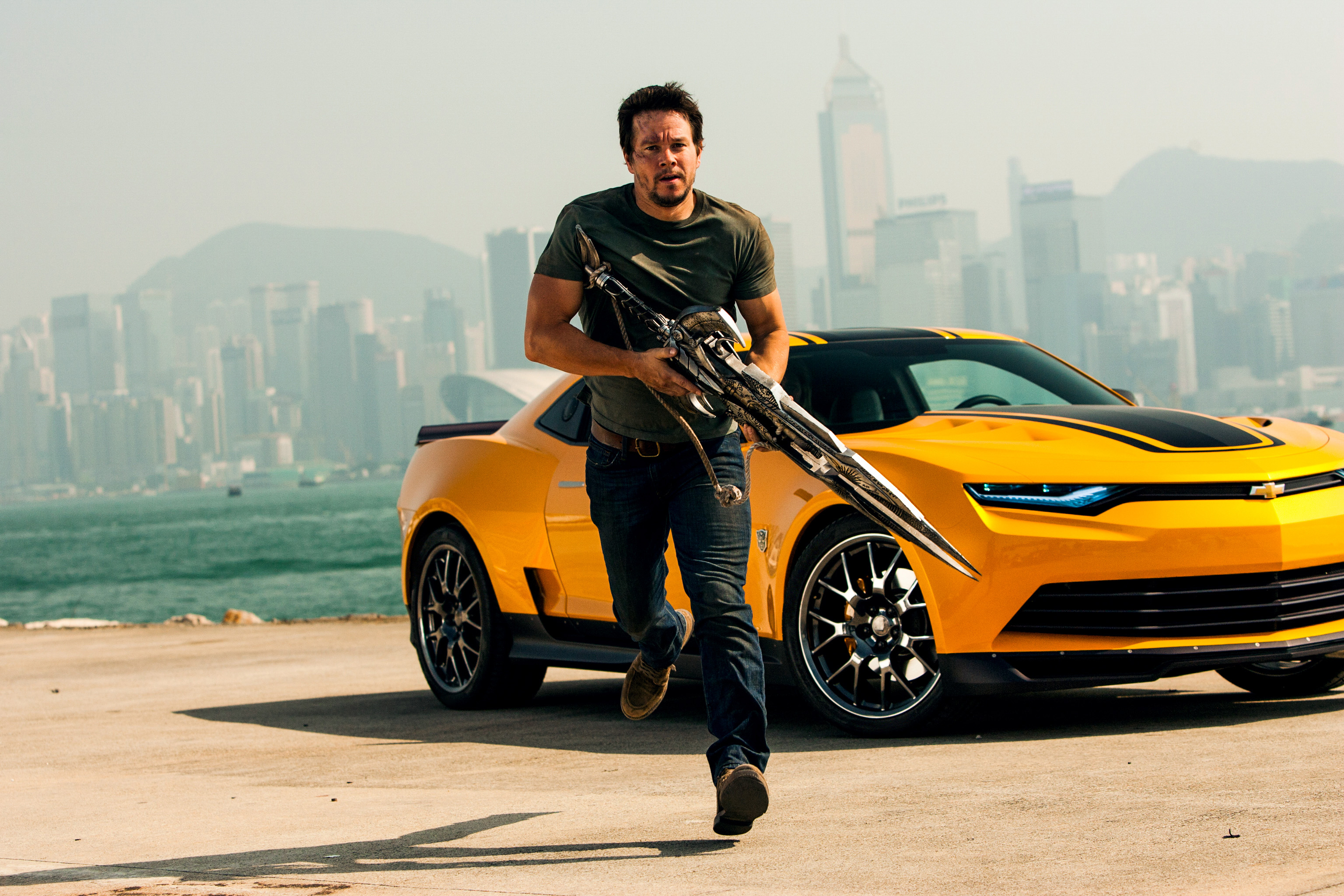 transformers 4 mark wahlberg bumblebee