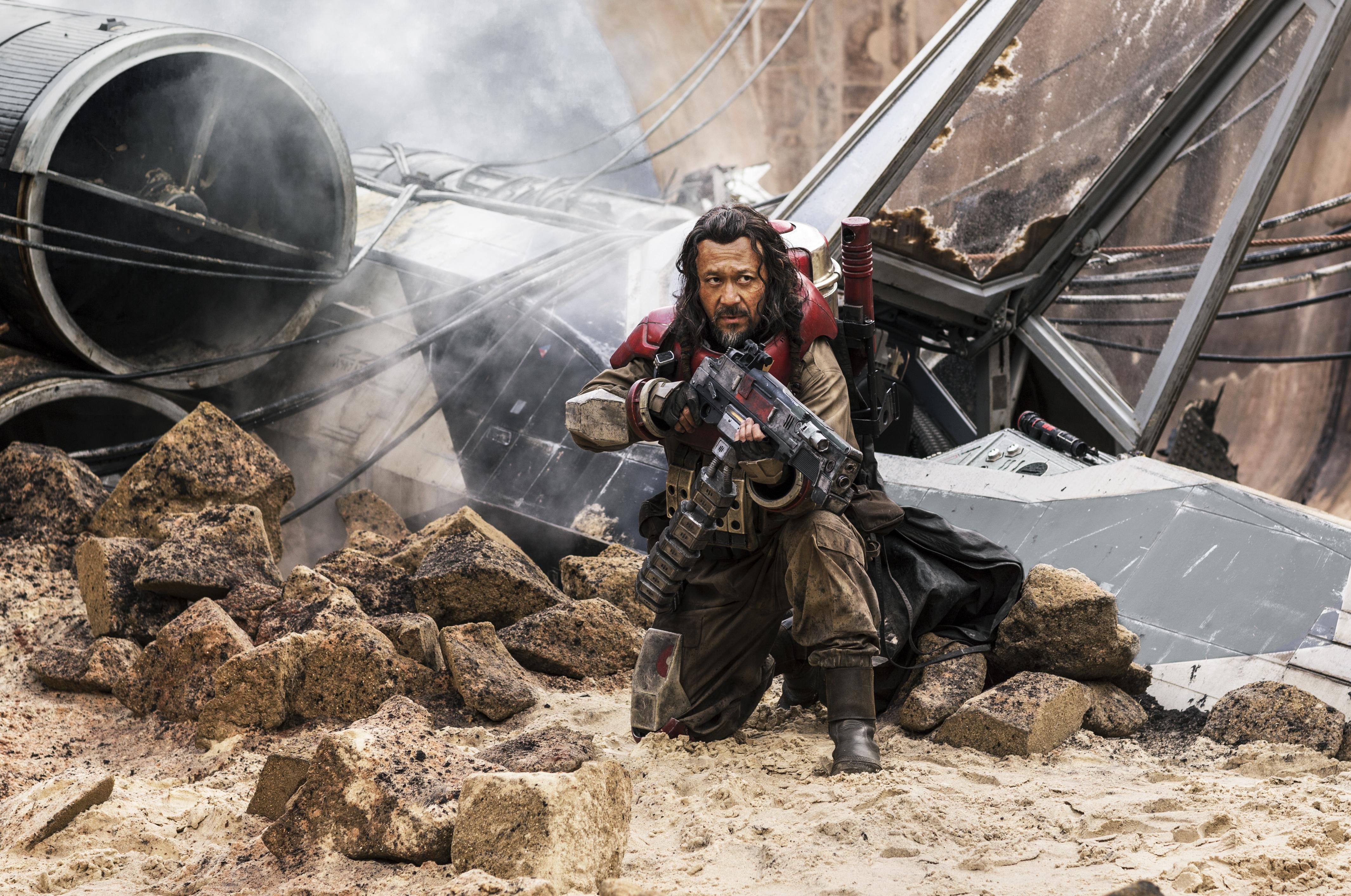 Rogue One: Una Historia de Star Wars - Jiang Wen como Baze Malbus