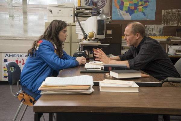the-edge-of-seventeen-woody-harrelson-hailee-steinfeld-600x401