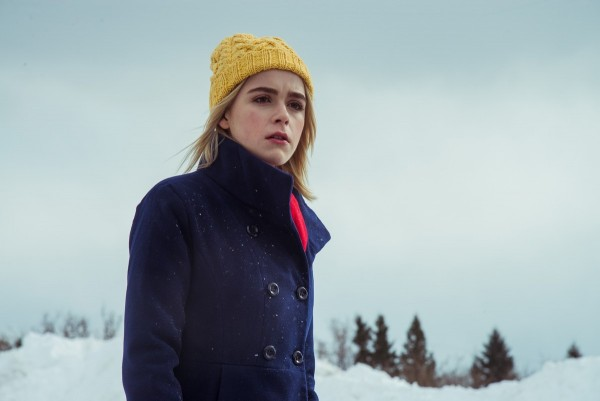 the-blackcoats-daughter-kiernan-shipka-600x401