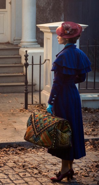 emily-blunt-mary-poppins-324x600
