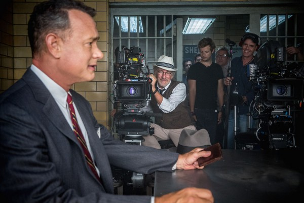 steven-spielberg-tom-hanks-bridge-of-spies-600x400