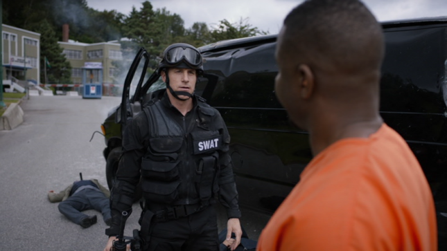 SWAT bajo asedio 645x363 - DVD: S.W.A.T. Bajo Asedio - La Reseña Cinergetica