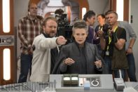 star-wars-8-set-photo-rian-johnson-carrie-fisher-600x400