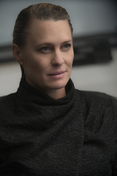 robin-wright-blade-runner-2049-400x600