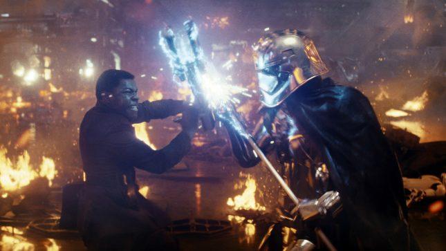886215 645x363 - Reseña: Star Wars: Los Últimos Jedi - La Película Que Destruye la Saga (SPOILERS)