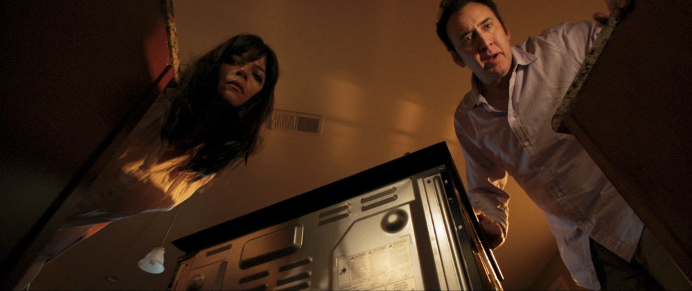mom and dad selma blair nicolas cage 999x420 - Regresa el Nicolas Cage Loco en el Trailer de Mom and Dad