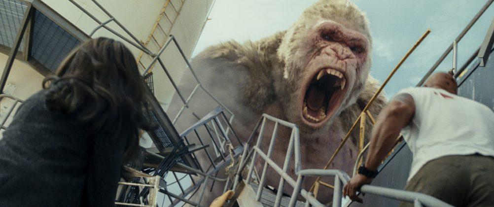 rampage movie gorilla 1002x420 - Galería de Imágenes de Rampage: Devastación con las Bestias